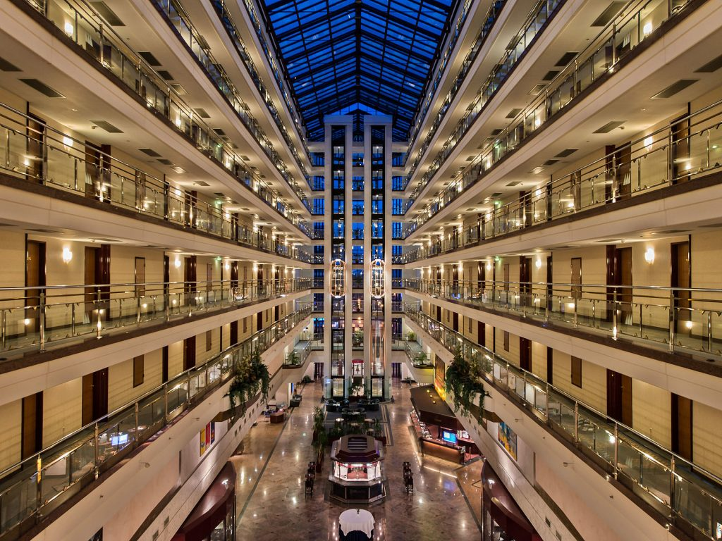 Lobby des Maritim Hotel Magdeburg